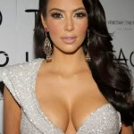 Os Decotes Generosos de Kim Kardashian