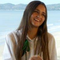 Brasileira Leiloa Virgindade na Internet
