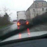 Vídeo Flagra Caminhão Derrapando na Estrada