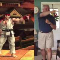 Velhinho Imita Personagens de Street Fighter